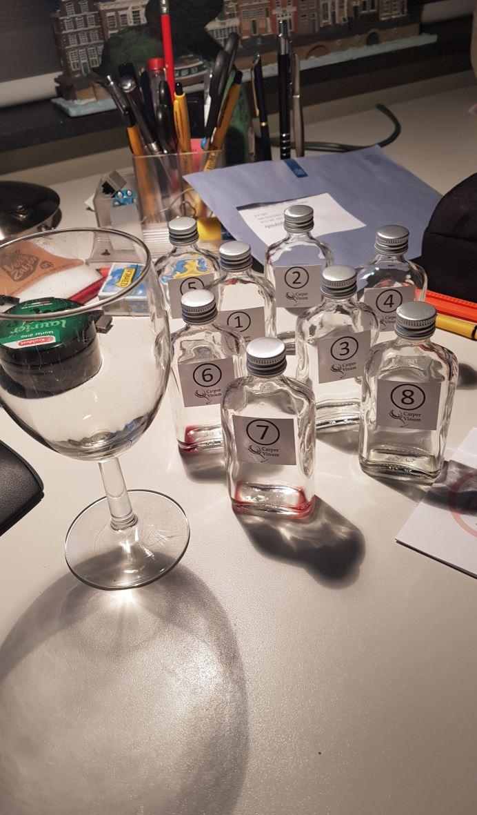 Ook weer gelukt. 8 van die flesjes, is  samen ongeveer een halve fles wijn.