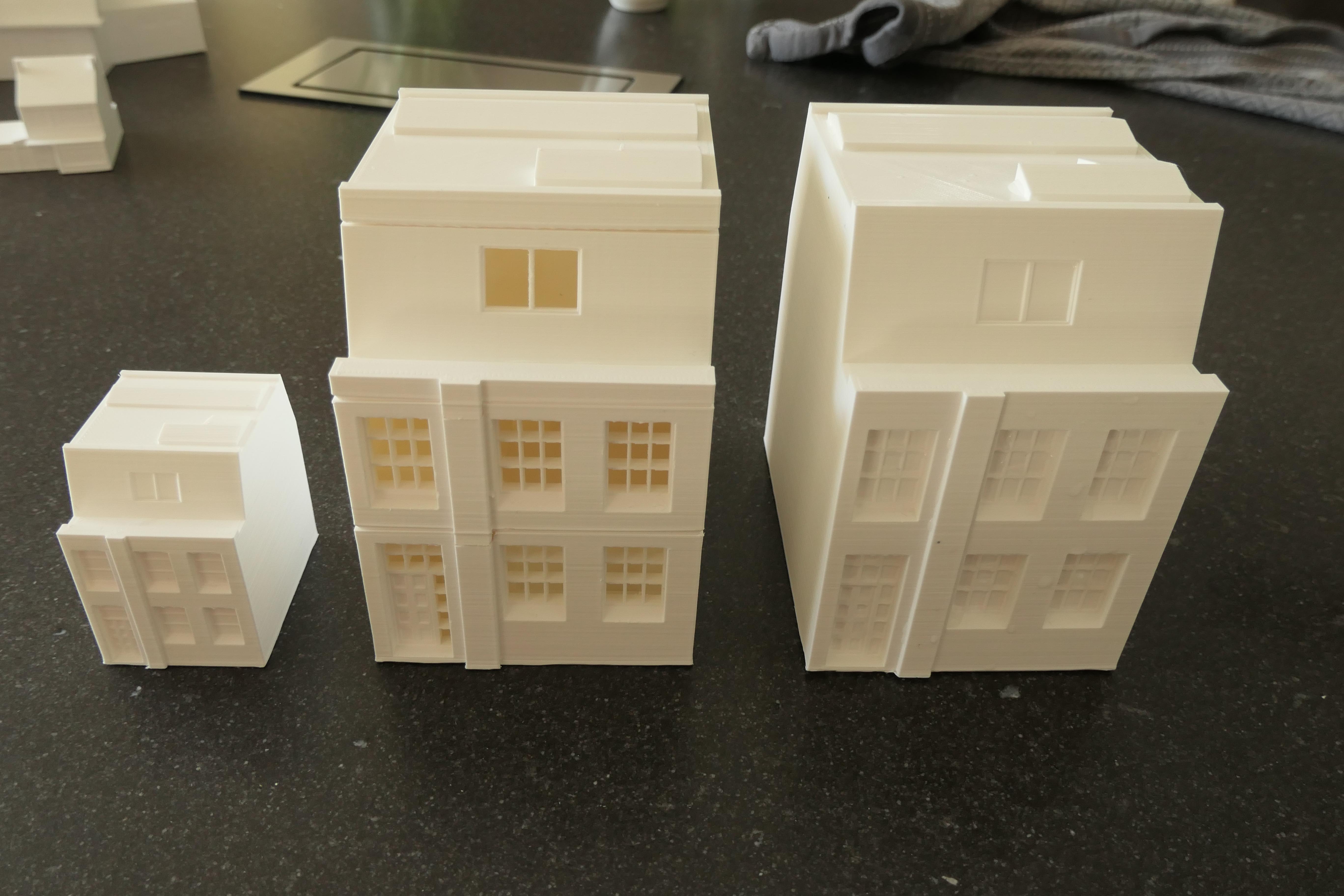 Mijn 'standaard print' is een huis in schaal 1 op 100. Voor mijn eigen collectie print ik hem dan nog een keer 1 op 200. Deze keer ook een 'poppenhuisje' gemaakt, zodat je de indeling van de verdiepingen kunt zien.